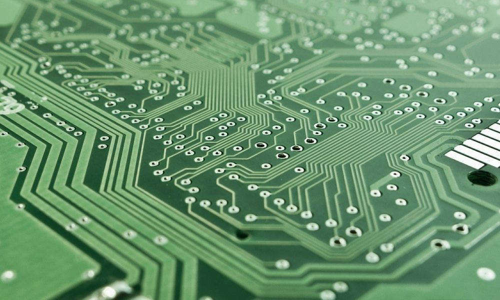 Optical Switch Can Reroute Light Between Chips Extremely Fast
